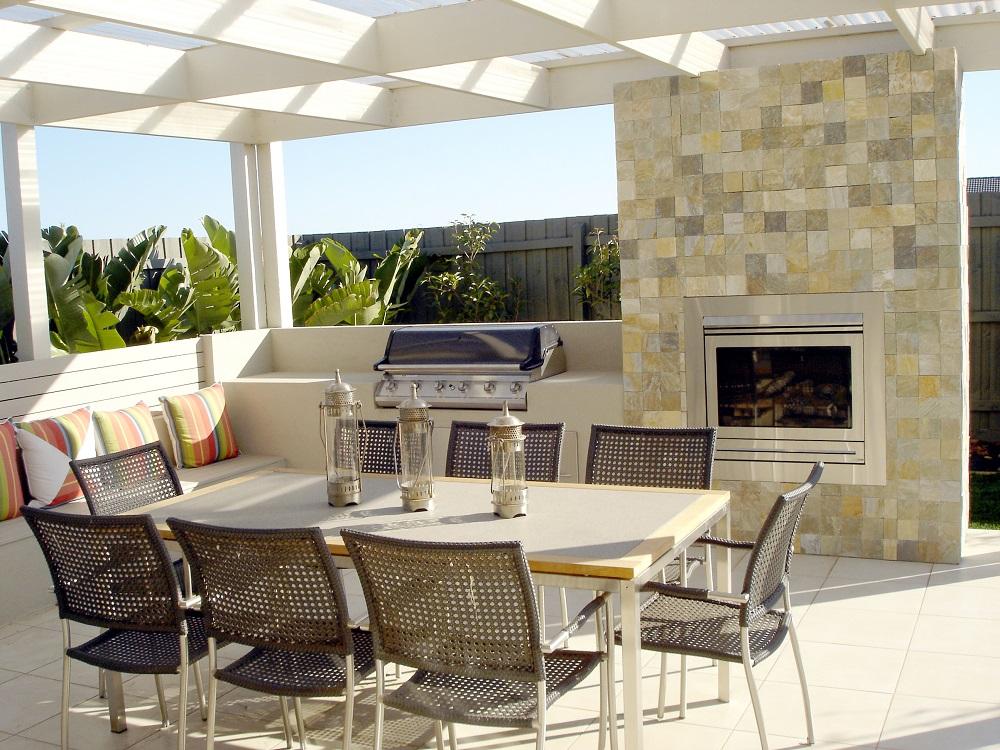 Luxury Home Amenities List - Indoor-Outdoor Living Space